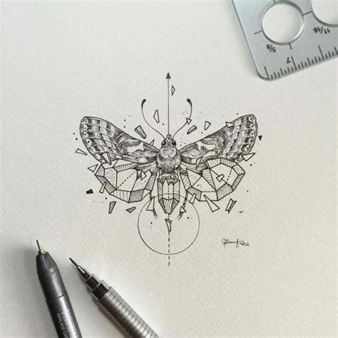 Tatouage Papillon Geometrique