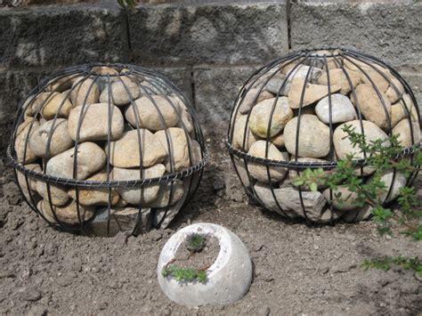 Garten Deko Drahtkugeln by Cool And Unique Diy Garden Globes The Garden Glove