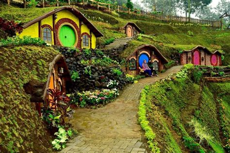 rumah hobbit spot selfie   kota batu malang raya