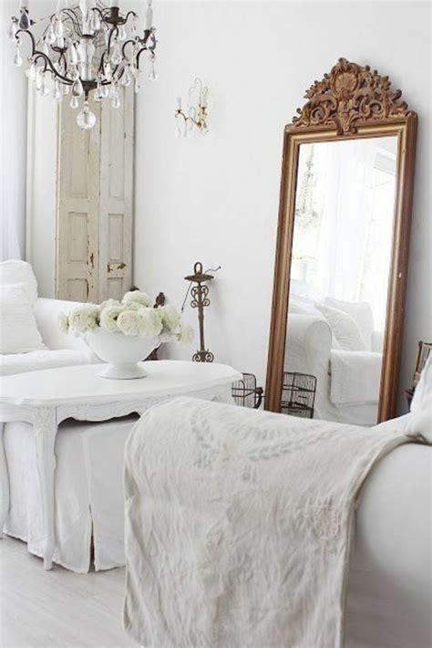 miroir dans une chambre comment décorer avec le grand miroir ancien idées en