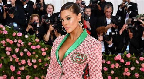 ashley grahams accessory game  strong  met gala