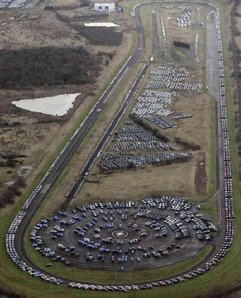 cimiteri  auto invendute sparsi  il mondo darlin