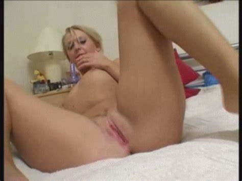 Cam Long Haired Spreads Her Legs And Gets Wildly
