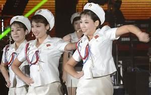 N. Korean art troupe arrives in S. Korea by ship