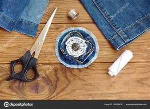 Que Faire Avec Des Vieux Jeans : broche fleur bleu jean ou cheveux accessoire ciseaux fil d coudre aiguilles vieux jeans ~ Melissatoandfro.com Idées de Décoration