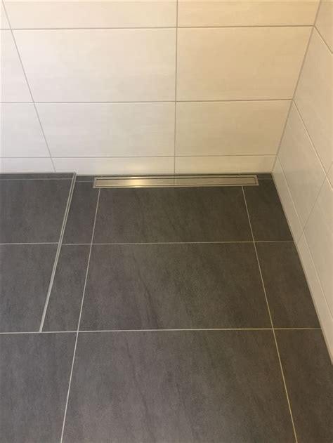 Fliesen In Der Dusche Reinigen by Fliesen In Der Dusche Reinigen Begehbare Dusche Fliesen