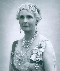 66 best Aristocratic Jewels images on Pinterest | Crown ...
