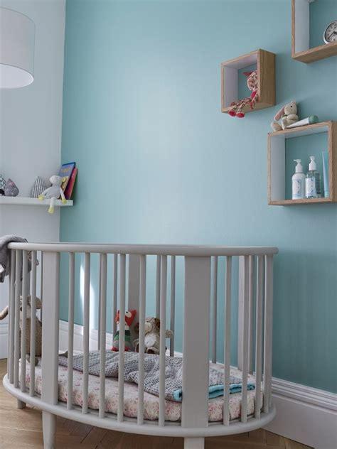 peinture chambre 2 couleurs une douce couleur bleue topaze sur les murs pour une