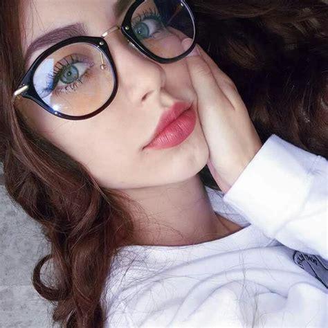 Imagen sobre Fotos con lentes de Claudia Montes en Tumblr