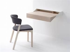 Deskbox : Un petit bureau qui se fixe au mur et qui se déplie