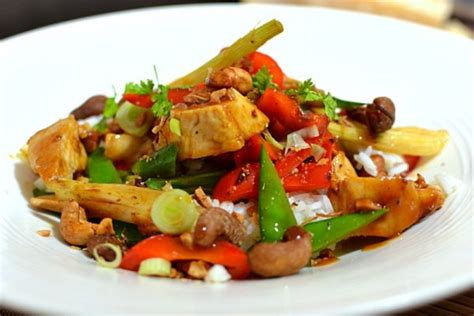 de cuisine thailandaise poulet thaï sauté aux noix de cajou la recette facile et