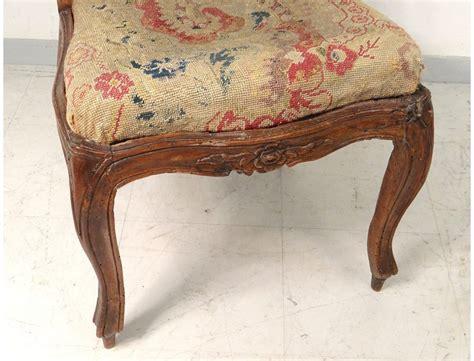 chaise cannée louis xv chaise à châssis louis xv noyer sculpté tapisserie fleurs