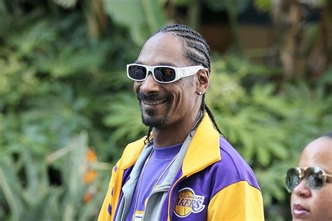 Snoop dogg is an american rapper, singer, songwriter, producer, media personality, entrepreneur, and actor. Snoop Dogg honours Kobe Bryant at 2020 ESPY Awards