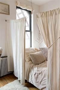 les 25 meilleures idees de la categorie rideaux en With comment meubler un petit studio 2 location etudiant amenagement du studio et deco pas