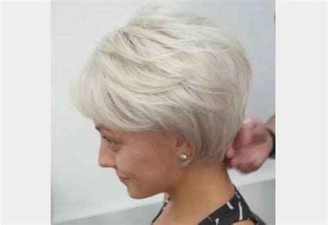 coupe cheveux blancs courts femme cantalamoto