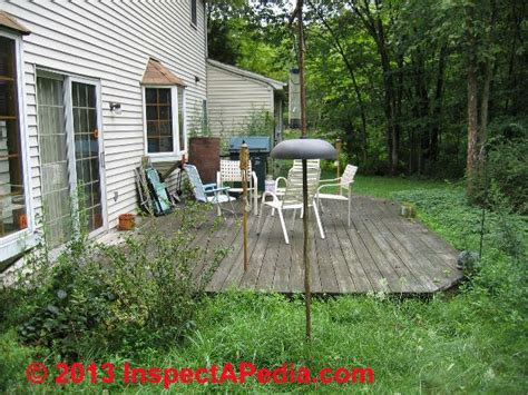 floating deck without footings low deck construction to ground level deck design