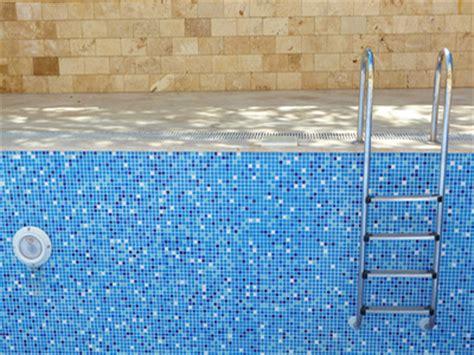 vider l eau des toilettes vidanger sa piscine pourquoi et quand vider l eau