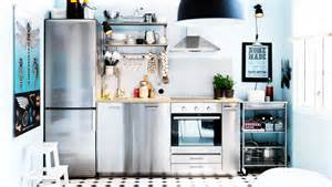 Cucina moderna con strutture in acciaio inox design e idee