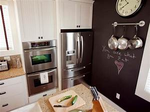 How to Paint a Kitchen Chalkboard Wall how-tos DIY