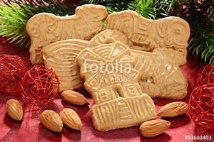 Kekse Mit Mandeln : spekulatius als kekse und geb ck zu weihnachten mit mandeln und dekoration stockfotos und ~ Orissabook.com Haus und Dekorationen