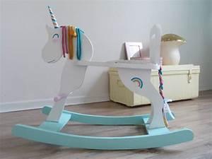 Licorne A Bascule : licorne arc en ciel bascule couture turbulences ~ Teatrodelosmanantiales.com Idées de Décoration