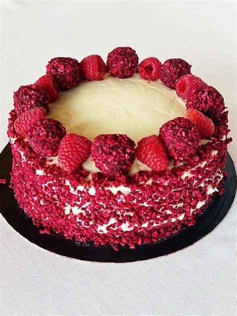 Red velvet kūka ar svaigā siera krēmu un aveņu gēlu 1kg - Kūkas Taviem svētkiem - Masti Grill ...