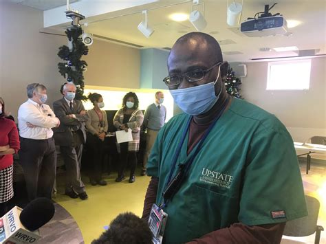 Fewer Black hospital workers accepting Covid-19 vaccine ...