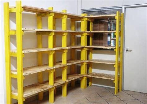 scaffali componibili legno scaffalatura in cantina fai da te