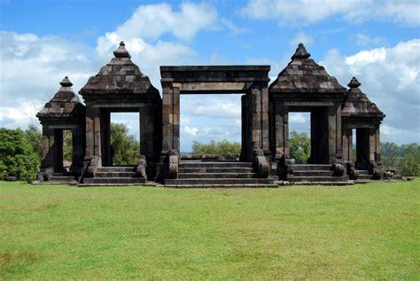 situs prasejarah candi ratu baka backpacker jakarta