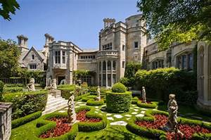 19 Gorgeous Houses That Look Like Castles - Style Motivation