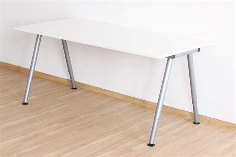 Schreibtisch Bei Ikea by So Unterscheidet Sich Der Ikea Thyge Schreibtisch Vom