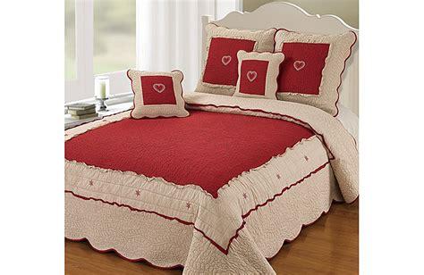 boutis pour canapé couvre lit boutis lola pour lit de 140 160 180 et