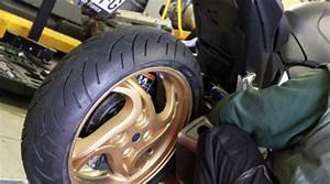 Changer Un Seul Pneu : monter ses pneus moto tout seul en 7 tapes le blog ~ Gottalentnigeria.com Avis de Voitures