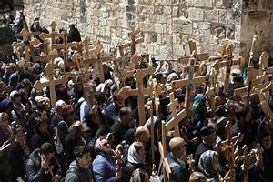 Christian pilgrims mark Good Friday in Jerusalem: photos ...