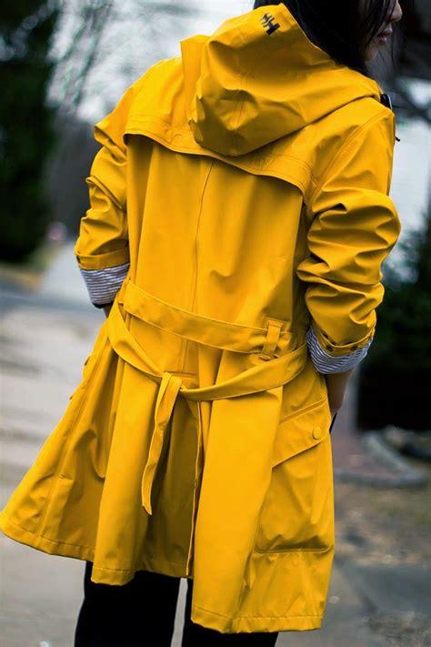yellow raincoat    gelber