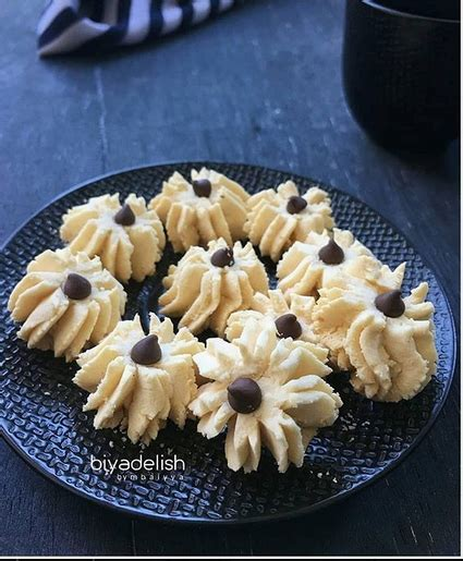 Resep kue kering bahan sederhana cheese button cookies. RESEP CARA MEMBUAT SAGU SUSU - Masakan Pol Enak