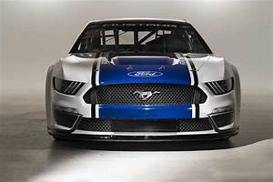 Ford Unveil 2019 NASCAR Mustang | RaceDepartment