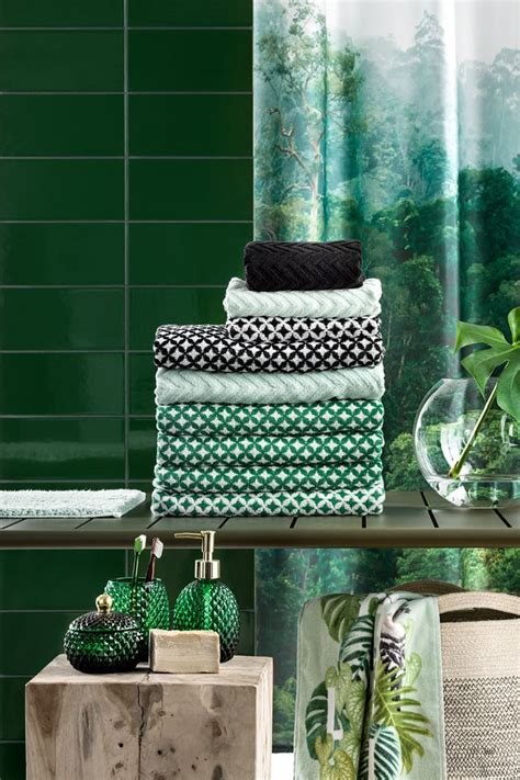 soft  towels  beautiful seasonal colours   easy