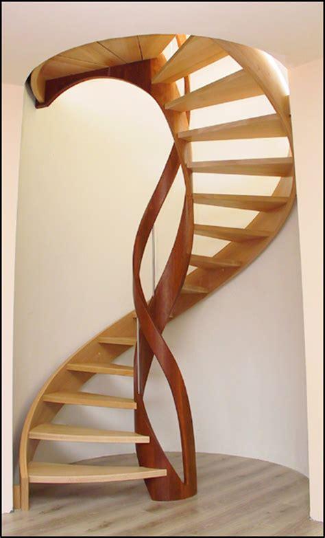 escalier en colimaon bois escalier en bois sur mesure escaliers h 233 lico 239 daux 224 vis