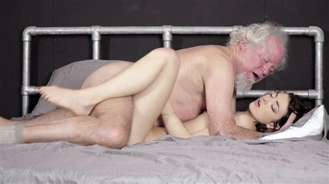 Grandpa Fucks A Beautiful Pussy Oral Creampie Free Porn