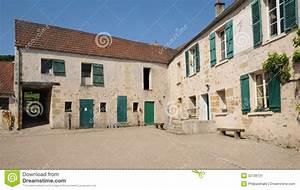 Garage Val D Oise : frances ferme d 39 ecancourt en jouy le moutier en val d l 39 oise image stock image 32736131 ~ Gottalentnigeria.com Avis de Voitures