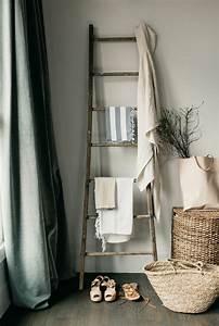 Porte Serviette Echelle Bois : le porte serviette en 40 photos d 39 id es pour votre salle de bain ~ Teatrodelosmanantiales.com Idées de Décoration