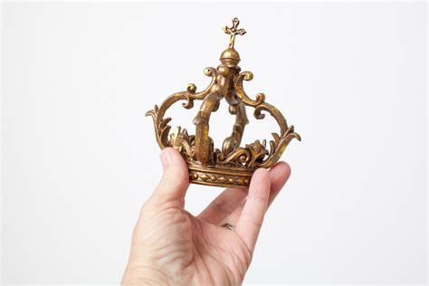 mini gold crown cake topper   fondant gold crown