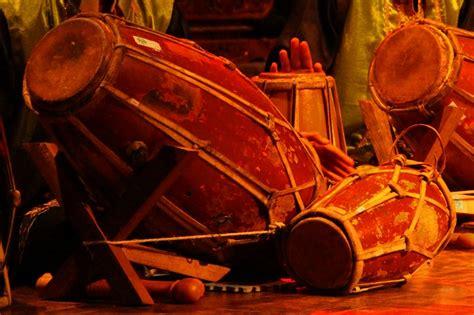 Dapatkan penjelasan bukan hanya jawaban. Alat Musik Kendang: Sejarah, Jenis, Cara Memainkan, dan Cara Membuatnya - HanyaBerbagi
