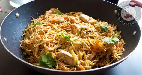 cuisine chinoise au wok nouilles chinoises aux légumes et poulet au miel nancybuzz