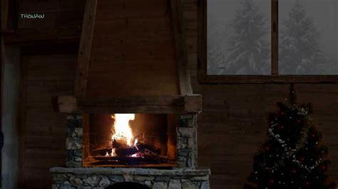 chalet sous la neige feu de cheminee dans un chalet sous la neige reveillon de noel