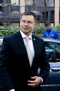 Valdis Dombrovskis Briselē piedalās Eiropadomes sanāksmē ...