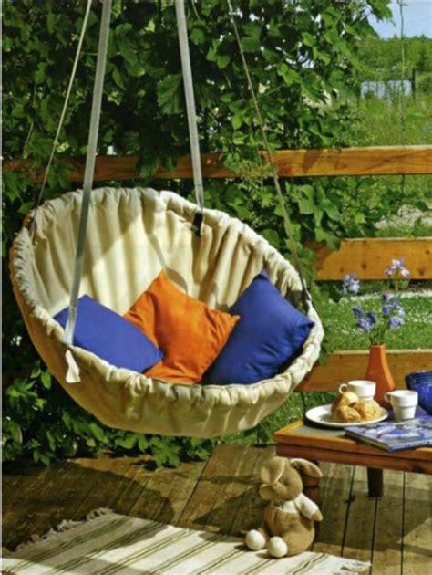 Diy Hammock Swing by 14 Diy Hammocks And Hanging Swings To Make Summer Naps