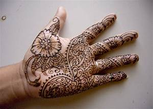 Easy Mehndi Designs For Kids Detail Mehndi is a ...