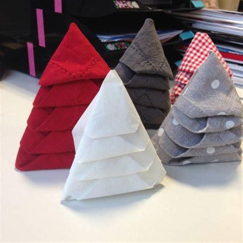 pliage serviette sapin de noel 1000 id 233 es sur le th 232 me pliage serviette papier facile sur pliage serviette papier